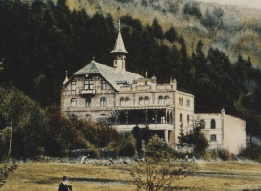 1898-1030x688